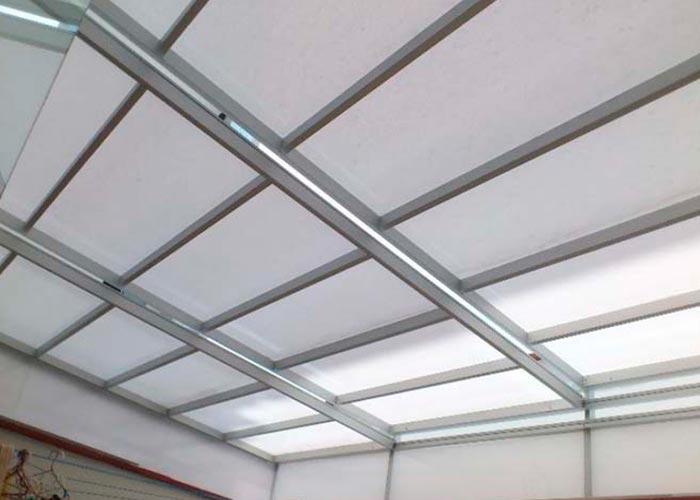 instalación de techo corredizo de policarbonato alveolar